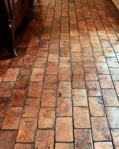 DIY Home Sweet Home: 6 Beautiful Diy Flooring Options For Every Budget - piso Wood Block Flooring, Kitchen Flooring, Wood Blocks, Diy Flooring, Kitchen Wood, End Grain Flooring, Brick Floor Kitchen, Kitchen Ideas, Inexpensive Flooring