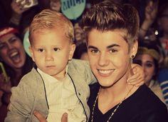 Seriously, when Justin got out of the limo with Jaxon i died, cutest red carpet everrr.