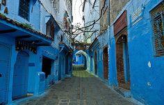 CIDADE AZUL - A cor domina paredes, fachadas de casas e ruas de um vilarejo do Marrocos  Casa e Jardim  - (Foto: Flickr/Mark Fischer)