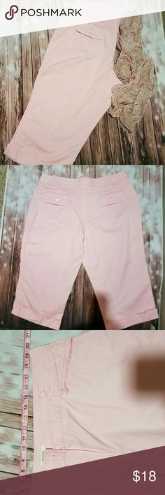 """Dress barn 18W crop pants Pink crop pants. Excellent condition/like new.  Waist flat - 20"""", hip- 27"""", length -32"""". See pics for more details. (Will check inseam soon.) Dress Barn Pants Ankle & Cropped"""
