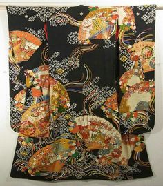 It is a vintage Furisode Kimono with a design of glamorous fan, which is dyed.  Mt.Horai and seasonal flowers are designed on the each fans