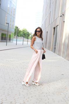 avec quelle couleur associer le pantalon rose pastel, modèle de top rayé en  blanc et ba2cefa595c