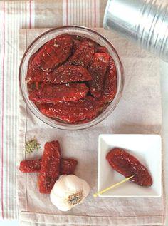 E' tempo di lavorare i #pomodori... secchi sott'olio sono una delizia, vero? http://www.gustodaunia.com/pomodori_secchi_dried_tomatoes