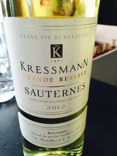 Les vins de #KressmanGrandeRéserve se caractérisent par leur élégance et leur équilibre. Le nez mêle des arômes de fruits jaunes, de fruits secs et de miel d'acacia. En bouche, ce vin est puissant mais extrêmement élégant, résultat de son équilibre entre douceur et acidité, avant d'évoluer sur une finale aromatique de haute lignée. Un précieux nectar à la couleur or et au parfum unique, à apprécier jeune pour sa fraîcheur ou à laisser vieillir pour gagner en richesse et complexité.