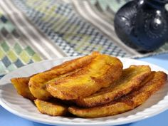Homemade Kelewele Recipe Sweet Desserts, Delicious Desserts, Yummy Food, Fruit Recipes, Dessert Recipes, Cooking Recipes, Snack Recipes, Plantain Fritters, Sweets