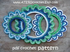 FLORISH A WALL WITH THESE LOVELY FLOWER FRAMES OR ......... FRAME A CUTE PICTURE.    This tutorial describes, step by step, how to crochet a flower