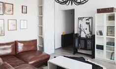 Квартира в Москве, 52 м². Дизайнер Виктория Корнеева оформила лаконичную квартиру в Москве — белые стены, черные акценты, а также отсутствие дверей и межкомнатных перегородок.