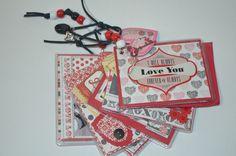Mini álbum em scrapbook Album, Monopoly, Scrapbook, Mini, Scrapbooking, Card Book, Guest Books, Scrapbooks