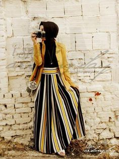 Love the colors and the graphic.. #hijab #fashion Moslem Fashion, Islamic Fashion, Muslim Women Fashion, Modest Fashion, Ladies Fashion, Turban, Hijab Outfit, Vertical Stripes, Bold Stripes