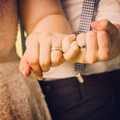 Wedding photo idea. Pinky promise