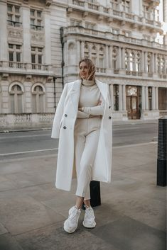 winter outfits sporty Click the photo to instantly - winteroutfits Iranian Women Fashion, Fashion Tips For Women, Trendy Outfits, Fashion Outfits, Fashion Fashion, Europe Fashion, White Outfits, Woman Fashion, Fashion Clothes