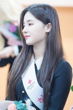 𝕗𝕠𝕝𝕝𝕠𝕨 𝕞𝕖 𝕒𝕥: 𝕞𝕒𝕘𝕚𝕔𝕒𝕝 𝕝𝕚𝕥𝕥𝕝𝕖 𝕔𝕒𝕥 #momoland #nancy #nancymcdonie #leeseungri #모모랜드 #낸시 #낸시맥도니 #이승리 Cute Girl Pic, Stylish Girl Pic, Cute Girls, Nancy Jewel Mcdonie, Nancy Momoland, Korean Beauty Girls, Asian Beauty, Cute Marshmallows, Cute Attitude Quotes