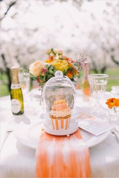 ombre orange table setting / http://www.deerpearlflowers.com/orange-wedding-color-ideas/