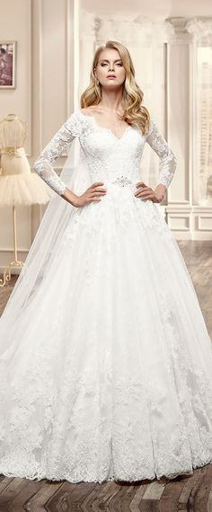 Gorgeous Tulle Off-the-Shoulder Neckline Ball Gown Wedding Dresses with Lace Appliques