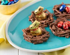 Easter nests topped with mini Lindt GOLD BUNNY chocolates! Lindt Chocolate, Chocolate Recipes, Chocolate Mouse, White Chocolate, Easter Cookies, Easter Treats, Veggie Dip Cups, Chocolate Easter Nests, Chocolat Lindt