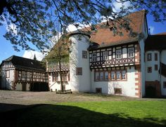 Explore the Real Snow White Destinations in Germany - Amtshaus in Steinau © Deutsche Märchenstraße e.V.