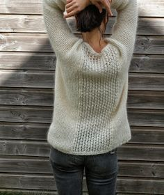 Would be super cute as a cardigan (tuto gratuit : Pull Odette Jolie) Love Knitting, Knitting Patterns Free, Knit Patterns, Hand Knitting, Free Pattern, Diy Pullover, Casual Chique, Jumpers For Women, Looks Style