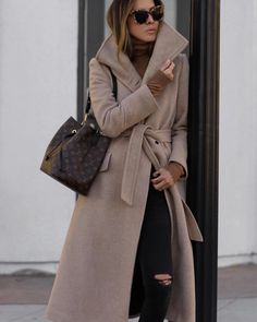 15 Fashionable Long Coat Outfits For Women - My Daily Pins Mantel Outfit, Long Coat Outfit, Louis Vuitton Neonoe, Louis Vuitton Bucket Bag, Louis Vuitton Monogram, Coats For Women, Clothes For Women, Fashion Vocabulary, Langer Mantel