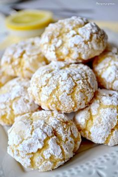 Biscuits moelleux au citron, Biscotti morbidi al limone - allsaus. Cool Whip Cookies, Lemon Cake Mix Cookies, Lemon Crinkle Cookies, Lemon Cake Mixes, Cookie Recipes, Snack Recipes, Dessert Recipes, Healthy Recipes, Crackle Cookies
