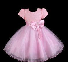 vestido infantil festa/princesa noite 3 saias de tule                                                                                                                                                                                 Mais Baby Girl Dress Patterns, Little Dresses, Little Girl Dresses, Dresses For Teens, Cute Dresses, Girls Dresses, Flower Girl Dresses, Baby Girl Birthday Dress, Birthday Dresses