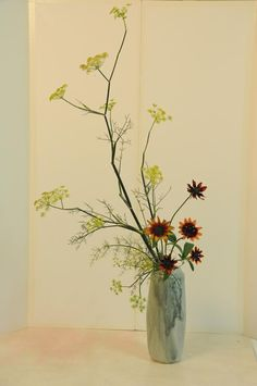 Ohara School of ikebana La Rochelle / Southwest - HEIKA   The plants are arranged in a high vase with a small opening. The Heika originated in nageire bana bana and bunjin. It is arranged in place of the person's life.