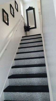 Glitter Accent Wall Ideas , If you would like to make an accent wall in order to add intensity to your room, you may select neon colours. You can also produce an accent wall util. Glitter Stairs, Glitter Paint For Walls, Glitter Floor, Glitter Accent Wall, Glitter Bedroom, Wall Borders, Black Carpet, Diy Home Decor, Glitter Home Decor