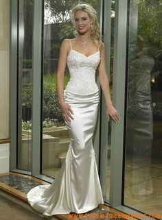Robe sirène fines bretelle corsage broderie perles traine robe de mariée satin