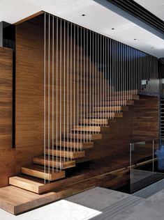 Top 10 Unique Modern Staircase Design Ideas for Your Dream House Most people dream of a big house with two or more floors. SelengkapnyaTop 10 Unique Modern Staircase Design Ideas for Your Dream House Modern Stair Railing, Stair Railing Design, Stair Handrail, Staircase Railings, Staircase Ideas, Railing Ideas, Staircase Pictures, Floating Staircase, Spiral Staircases