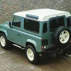 At the end of last year, Land Rover released great news. Land Rover Defender will be revived in the form of a new generation. Defender 90, Land Rover Defender, Pick Up, Land Rover Series 3, Best 4x4, Range Rover Classic, Cars Land, Off Road, Performance Cars