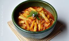 MANCARE DE FASOLE PASTAI   Thai Red Curry, Carrots, Food And Drink, Meals, Vegetables, Cooking, Ethnic Recipes, Kitchen, Meal