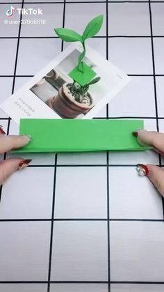 Instruções Origami, Origami Videos, Origami And Kirigami, Origami Flowers, Oragami, Cool Paper Crafts, Paper Crafts Origami, Diy Paper, Anime Crafts
