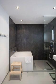 zwart marmerstuc, mooie, duurzame oplossing voor een tegelloze douchewand