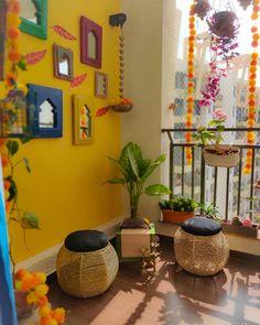 Indian Home Interior, Indian Home Decor, Home Decor Furniture, Home Decor Bedroom, Dining Room Shelves, Apartment Balcony Decorating, Interior Decorating, Interior Design Guide, Room Wall Painting