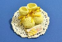 Souvenirs Motivo Escarpines a crochet Crochet For Kids, Crochet Baby, Free Crochet, Baby Shower Party Favors, Baby Shower Parties, Baby Shawer, Baby Hats, Crochet Patterns, Food