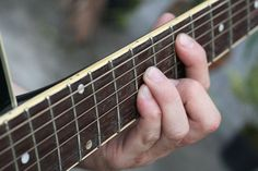 How to Ease Finger Soreness when Learning to Play Guitar: 7 steps