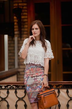 TIE BOW-TIE: LACE TOP AND PRINTED TUBE SKIRT