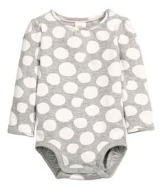 Long-sleeved bodysuit in soft cotton jersey with a printed pattern. Puff sleeves, snap fastener on one shoulder, and snap fasteners at gusset.