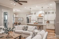 Design Living Room, Home Living Room, Kitchen Open To Living Room, Kitchen Small, Living Room Remodel, Design Bedroom, Quinta Interior, French Country House Plans, Modern French Country