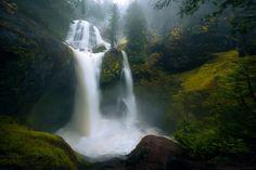 Mists of Fall - Falls Creek Falls WA after a few days of heavy rain [OC] [2000x1333]