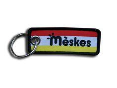 Een oeteldonkse sleutelhanger veur de Mèskes     Afmeting: 6 x 2 cm