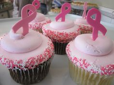 Breast Cancer Awareness Cupcakes // Support a friend, mother, sister, or just support the cause with these hand drawn breast cancer awareness cupcakes. #icingonthecakelg