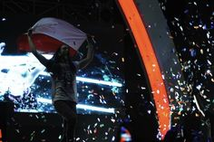 Konser Steve Aoki Jakarta: We Dance, We Jump and We Get Caked.