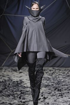 Gareth Pugh F/W 12/13: Love everything about this.