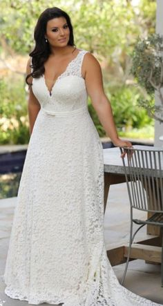 f29e0d49cc2c Seline plus size wedding dress by Studio Levana. Spose Taglie Comode
