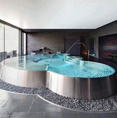 This is quite possibly the coolest bath tub in the world. I want it!