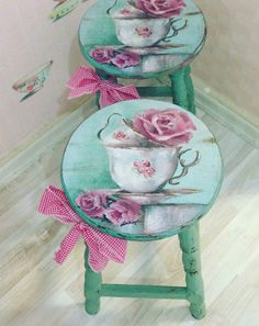 I'll show you the tips to avoid wrinkles when you're using napkins or serviettes to decoupage. Decoupage Furniture, Decoupage Art, Decoupage Vintage, Home Decor Furniture, Shabby Chic Furniture, Shabby Chic Decor, Furniture Makeover, Hand Painted Chairs, Painted Stools