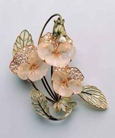 Pansy Brooch. Rene Lalique, (1860-1945). Circa 1903-1904. Glass, gold, diamonds, plique-a-jour.