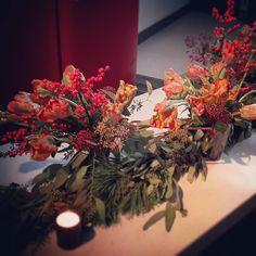 awesome vancouver florist #christmasdecorations #tabledecor #parrottulips #skimia #eucalyptus #garland by @hyunsun.shin  #vancouverflorist #vancouverflorist #vancouverwedding #vancouverweddingdosanddonts