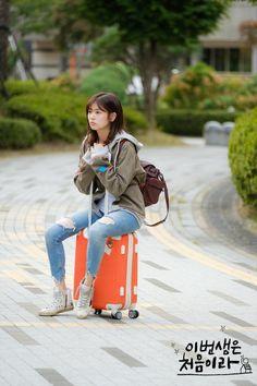 Korean Actresses, Korean Actors, Actors & Actresses, Korean Dramas, Jung So Min, Hwang Jin Uk, Kim Book, Emergency Couple, Jeans And Vans