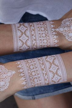 In earlier times henna was mainly utilized to anoint the bride and to boost her beauty during the erotic designs of the tattoo. So, it's recommended that you adhere to the kind of henna that … Henna Tatoos, White Henna Tattoo, Mehndi Tattoo, Henna Tattoo Designs, Henna Mehndi, Henna Art, Mehendi, Mehndi Designs, Body Art Tattoos